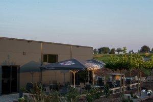 Bar und Cafe in Altensteig. Sonnenterrasse und Beachbereich im Turmfeld bei Egenhausen